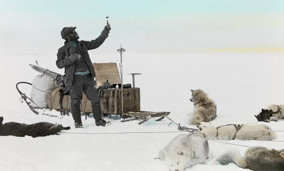 Alfred de Quervain bei der Messung des Windes, 1912